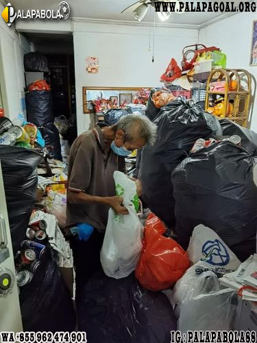 Tahan Lapar Sendirian, Pria Tua Berjuang Hidupi Ibu dan Kakak